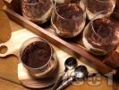 Рецепта Лесн и бърз сладкиш Тирамису в чаша с бишкоти, маскарпоне, подсладено кондензирано мляко, кафе и сметана за десерт